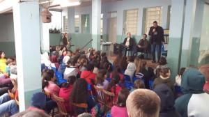 Bate-papo com alunos da Escola Luiz Schroeder b - dia 9-8 - Elisângela Eichner